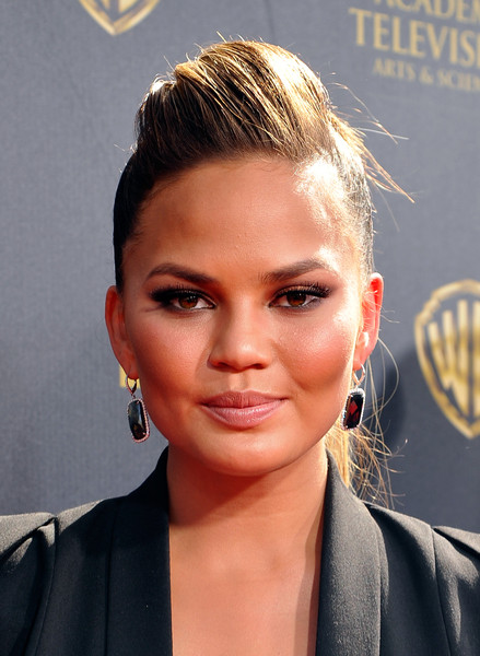 Chrissy+Teigen+42nd+Annual+Daytime+Emmy+Awards+mv1XZ-3BB7ql