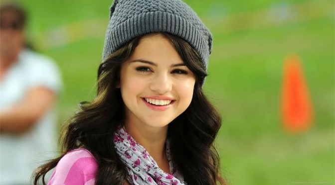 selena-gomez-in-a-hat