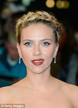 12ACCFB1000005DC-3107658-As_heart_face_shaped_Scarlett_Johansson_proves_this_is_the_perfe-a-7_1433319223400
